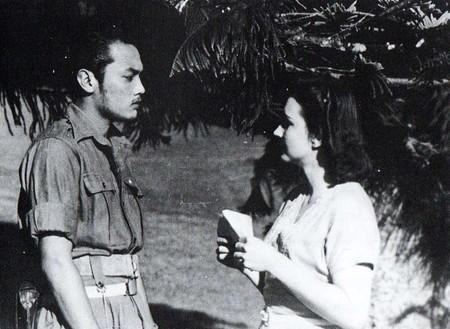 Sudarto (Del Yuzar) and Connie (Ella Bergen) in Darah dan Doa | © Crisco 1492/Wikimedia Commons