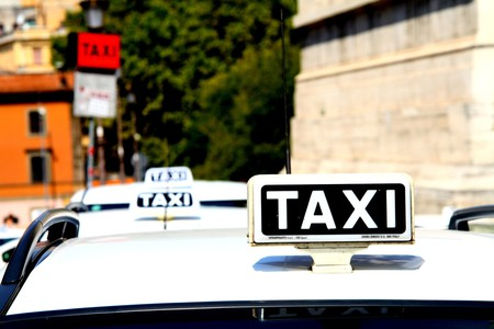 A taxi rank in Rome | © j_nnesk_sser/Pixabay