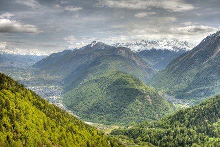 A Swiss town will pay you to enjoy this view, with some conditions | © Rob Alter/ Flickr