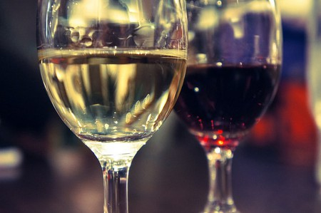 """<a href=""""https://www.flickr.com/photos/26613076@N07/8301168329/"""" rel=""""noopener"""" target=""""_blank"""">Red and white wine 