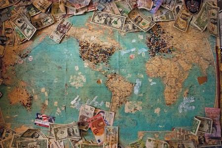 Saving for travel | © Christine Roy/Unsplash