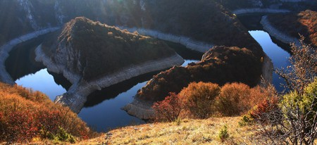 The magnificent meanders of the Uvac River | © WikiCommons