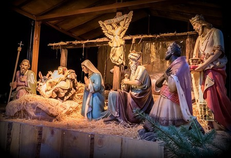 Father Christmas Nativity Scene Christmas Crib |© Maxpixel