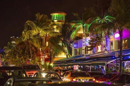 Bustling Miami Beach at night |© Patrick Emerson / Flickr