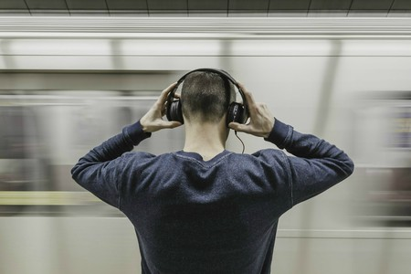 Listening to podcasts |  © StockSnap / Pixabay