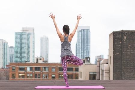 Yoga on the roof   © Burst/Pexels