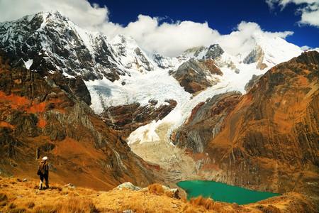 Trekking through the Cordiliera mountains | © Mikadun / Shutterstock