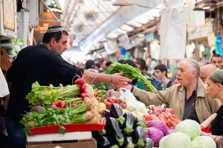 People shopping at Machane Yehuda Market, Jerusalem | © Alexey Stiop / Shutterstock