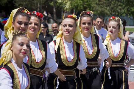 Young people in traditional Bosnian ethnic clothing | © evronphoto/Shutterstock