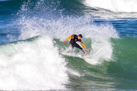 Surf session in Hossegor, France | © LMspencer / Shutterstock