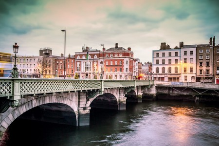 Grattan Bridge over the River Liffey in Dublin | © littlenySTOCK/Shutterstock