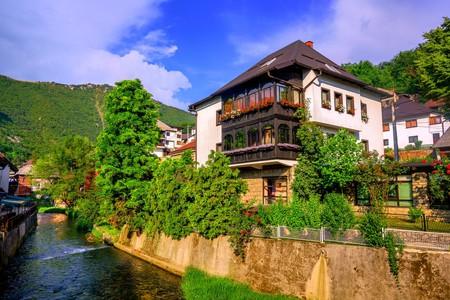 Traditional white bosnian house in ottoman style, Travnik Old Town | © Boris Stroujko/Shutterstock