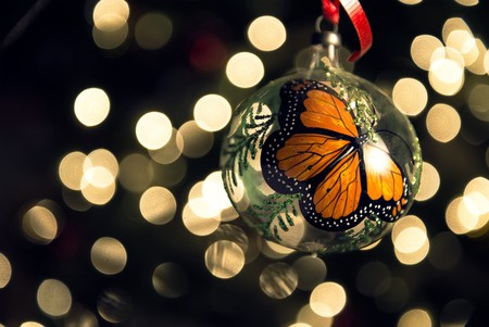 Monarch Butterfly Christmas Ball (made in Tlalpujahua, México) | © Axel Alvarado/Shutterstock