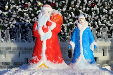 Grandfather Frost and Snow Maiden|©By Matveychuk Anatoliy/Shutterstock