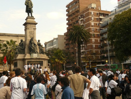 People in a plaza in Cordoba | © teens4unity / Flickr