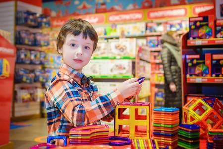 A kid in a toy store | ©vborodinova / Pixabay