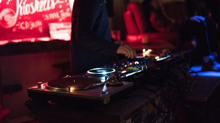 Nightclub © Unsplash / Modesta Žemgulytė