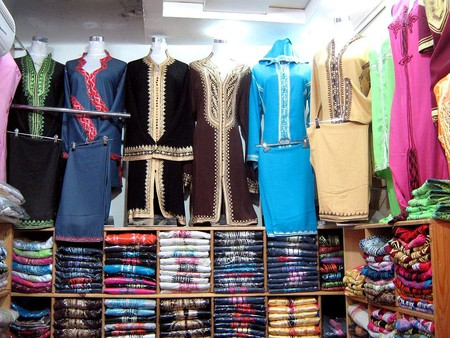 Colourful traditional Moroccan fashions | © Amjahed/WikiCommons
