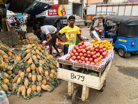 Fruit seller in Pettah © Dan Lundberg / Flickr