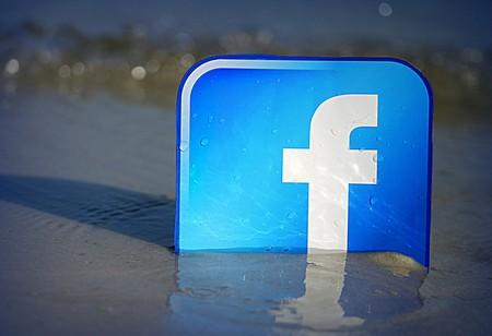 Facebook on the beach | © mkhmarketing/Flickr