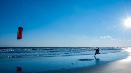 Flying a kite   © Pixabay