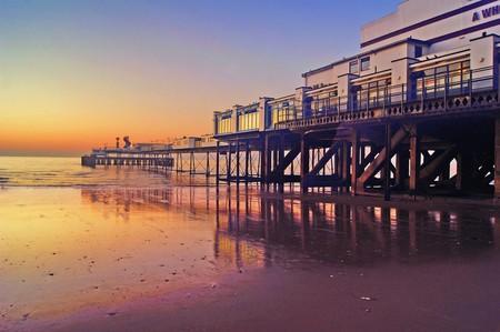 Sandown Pier, Isle of Wight |  © Simon Harrod/Flickr
