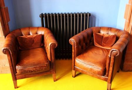 Vintage leather chairs | © terimakashi0 / Pixabay