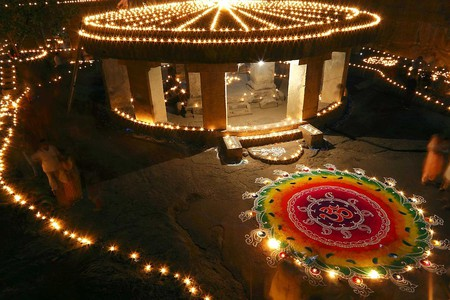 Diwali decorations at Pataleshwar Cave Temple, Pune   © Ramnath Bhat / WikiCommons
