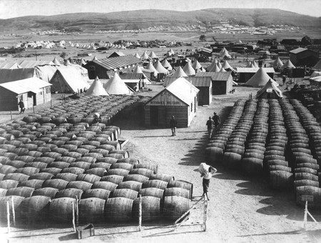Wine rations for the troops in 1915 | © Everett Historical/Shutterstock