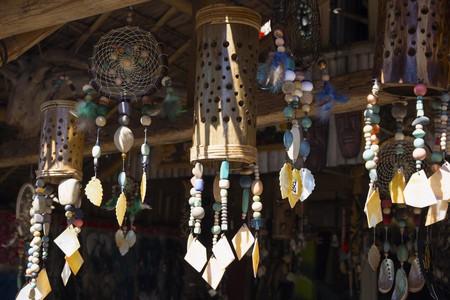Handmade crafts as souvenirs | © Davdeka / Shutterstock