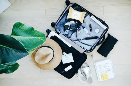 https://unsplash.com/photos/TVllFyGaLEA Travel Suitcase © Stil / Unsplash