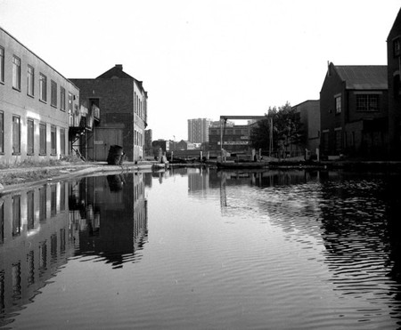 Sturts Lock, Regent's Canal | © Dr Neil Clifton / Wikimedia Commons