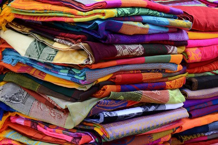 Table runners in Mexican market | © annca / Flickr