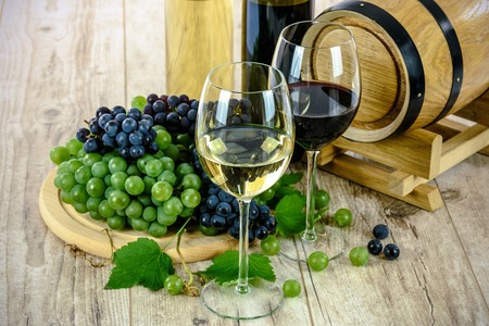 white and red wines in Galicia | © Photo-Mix / Pixabay