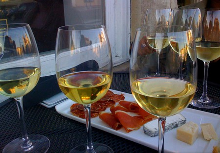 Wine tasting | © anokarina / Flickr