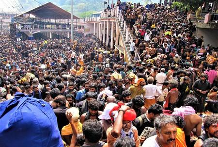 Sabarimala Temple witnesses 45-50mn devotees every year | © Avsnarayan / WikiCommons