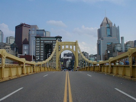 Roberto Clemente Bridge, Pittsburgh | © jon144k / WikiCommons