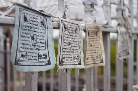 Buddhist flags   © gωen / Flickr
