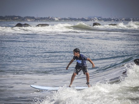Surfing and body-boarding are among the most popular activities to do in Kovalam on Chennai's East Coast Road | © Wings and Petals / Flickr