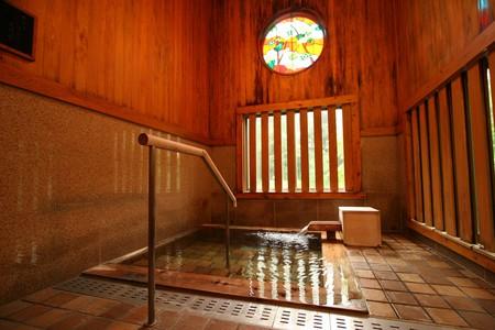 Enjoy a romantic dip in a private 'onsen' bath | © 水上温泉 水上館 / Flickr