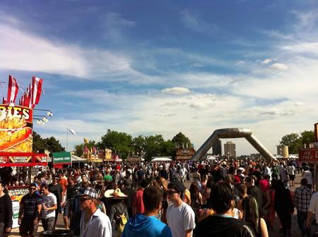Crowded Hart Plaza | © LetNoun/Flickr