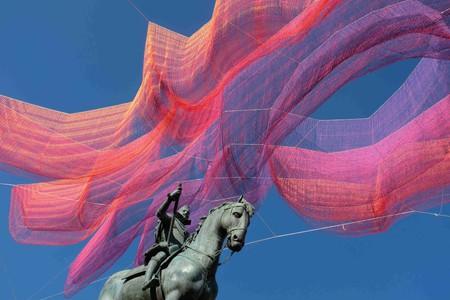 Janet Echelman's installation over Madrid's Plaza Mayor   @ Sara Houlison