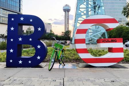 LimeBike in the #DallasBIG sign │Courtesy of LimeBike