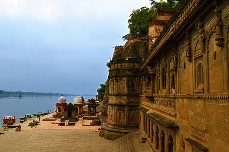 Maheshwar Fort along the bank of river Narmada in Madhya Pradesh | © Kirandeep Atwal/Wiki Commons
