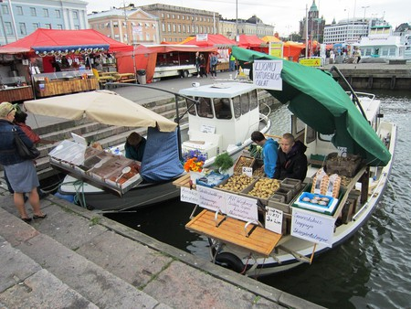 Helsinki market stalls on boats | © Dickelbers / WikiCommons