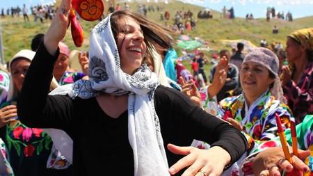 Mickela at the Asrlar Sadosi Festival in Navoi, Uzbekistan   © Madina Khusanova