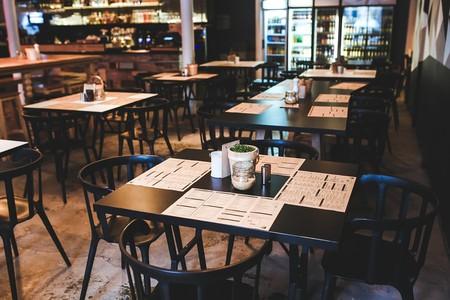 Inside of a restaurant   © kaboompics / Pixabay
