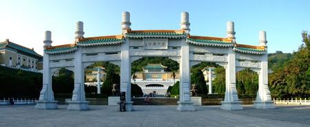 The impressive entrance to the National Palace Museum | © Latinboy / WikiCommoms