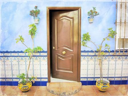 A traditional doorway in southern Spain | © Nick Kenrick/Flickr