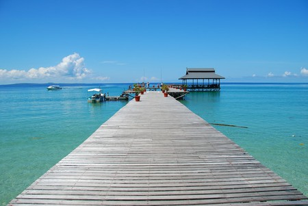 Clear waters on Pulau Tiga's jetty | © leanguan/Shutterstock